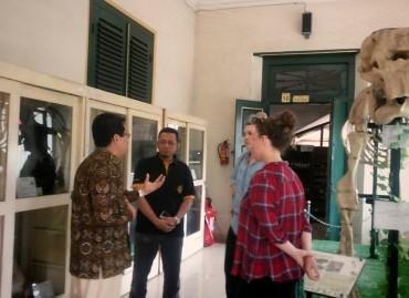Mahasiswa Program Summer Course UGM Kunjungi Museum Biologi